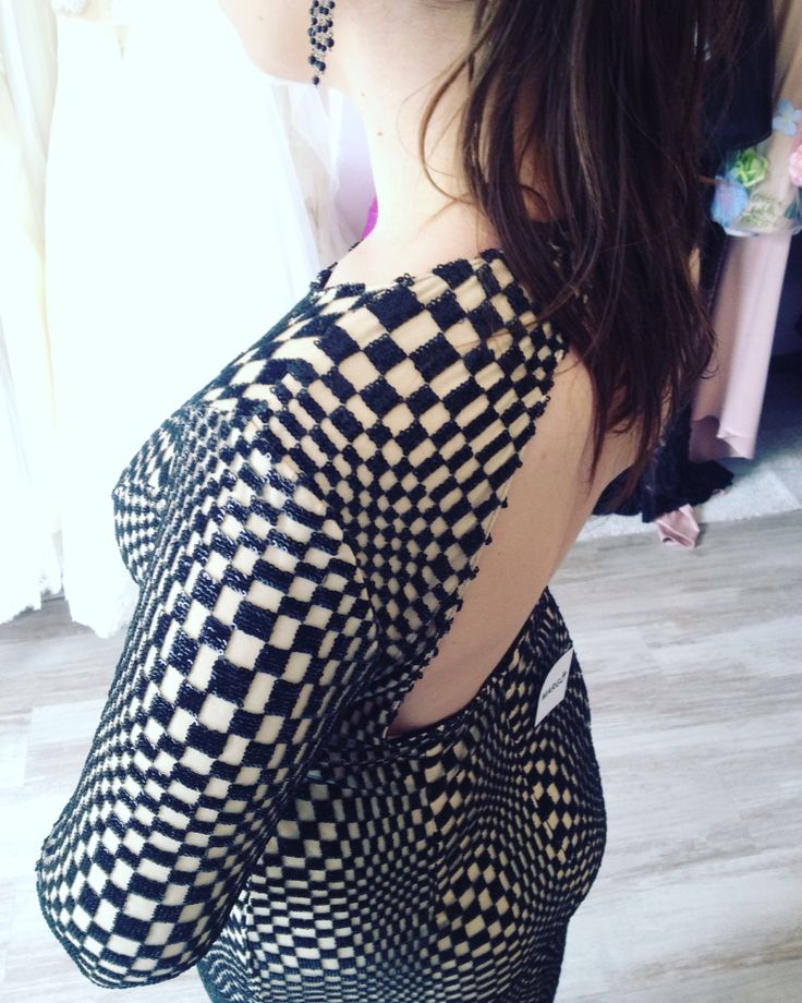 Luxury dress...Beautiful Woman   #opticillusion  #dress #eveninggown #eveningdress #sparkles #nude #black #sexydress #margo #margoconcept #womaninlove