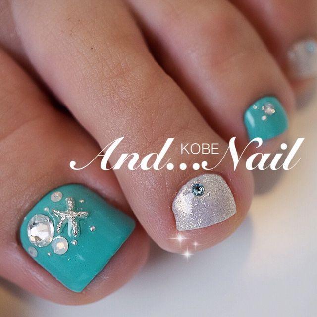 Turquoise.Rhinestone Toe Nails