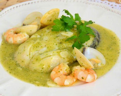 la merluza en salsa verde es una de las recetas más populares de pescado, y no es de extrañar. ya que es muy sencilla de cocinar, muy sabrosa, ligera y económica.