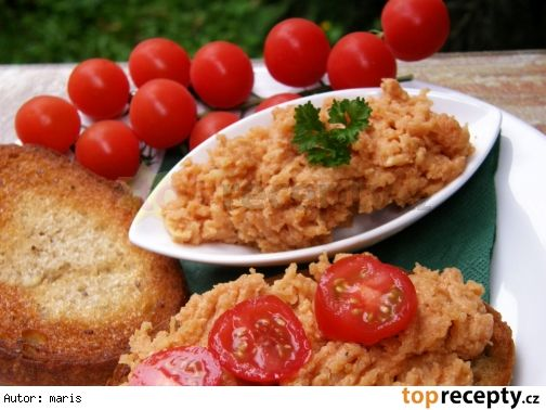 Tatarák - skoro tatarák - z brambor500 g brambor olej 1 ks cibule 2 PL kečupu kmín pepř mletá paprika sladká mletá paprika pálivá 2 PL hořčice worchester sůl