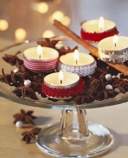 Centro de mesa navideño con velas