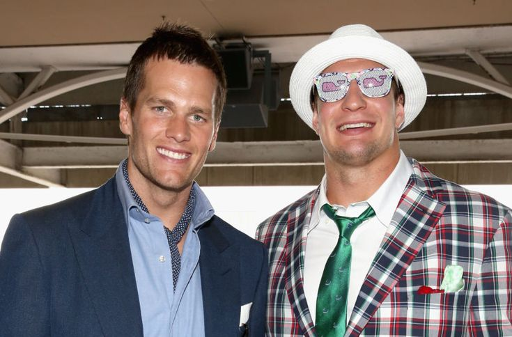 Tom Brady & Rob Gronkowski hang out at 2017 Kentucky Derby (Photo)