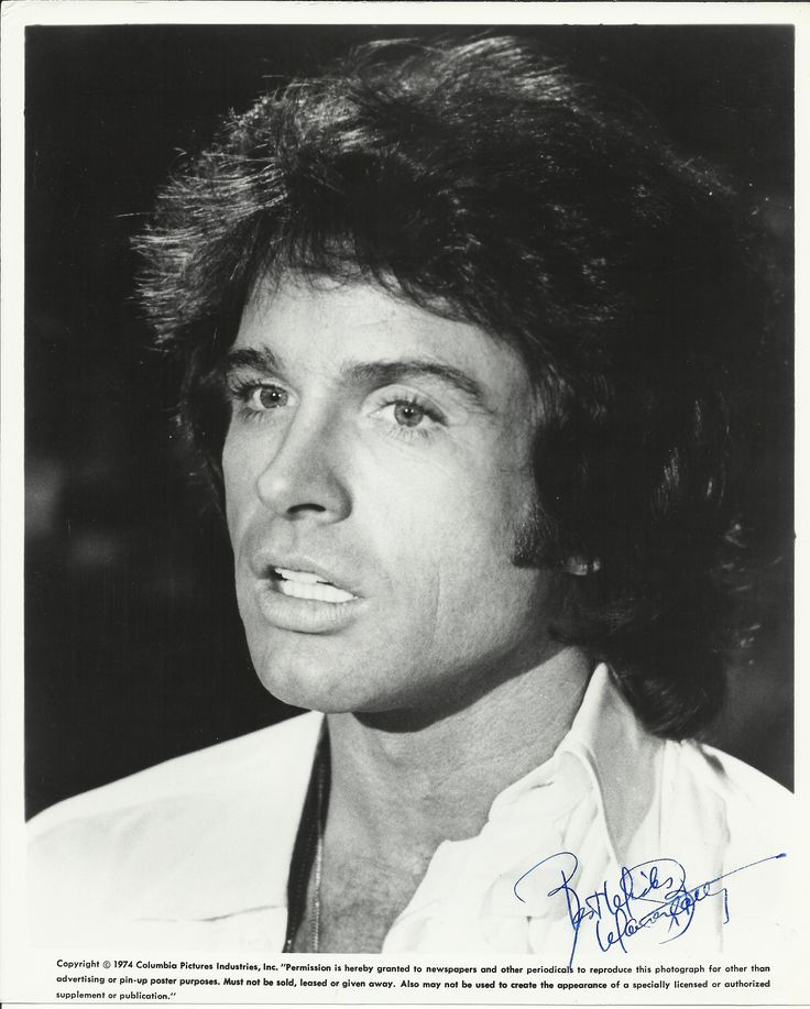 BEATTY WARREN: (1937-     ) American Actor, Academy Award winner. Signed 8 x 10 photograph of the actor in a head and shoulders pose. The Columbia Pictures publicity portrait shows Beatty in costume as George Roundy from the film Shampoo (1975). Signed by Beatty in blue ink to a clear area at the base of the image.