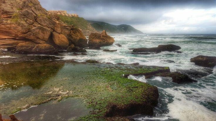 Rock formations of #brentononsea Knysna #exploreknysna #gardenroute @gotravelbug photo