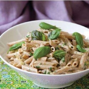 Vitlöksdoftande pasta med fläskfilé och basilika