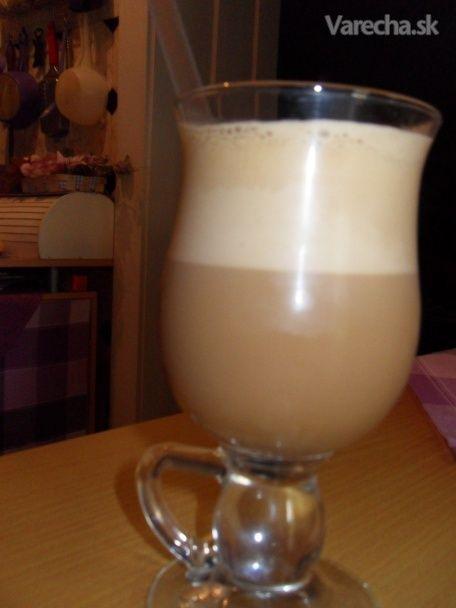 karamelové latte patrí medzi moje obľúbené kávy, a tak som sa inšpirovala, nech mám  niečo obľúbené aj na horúce letné dni.