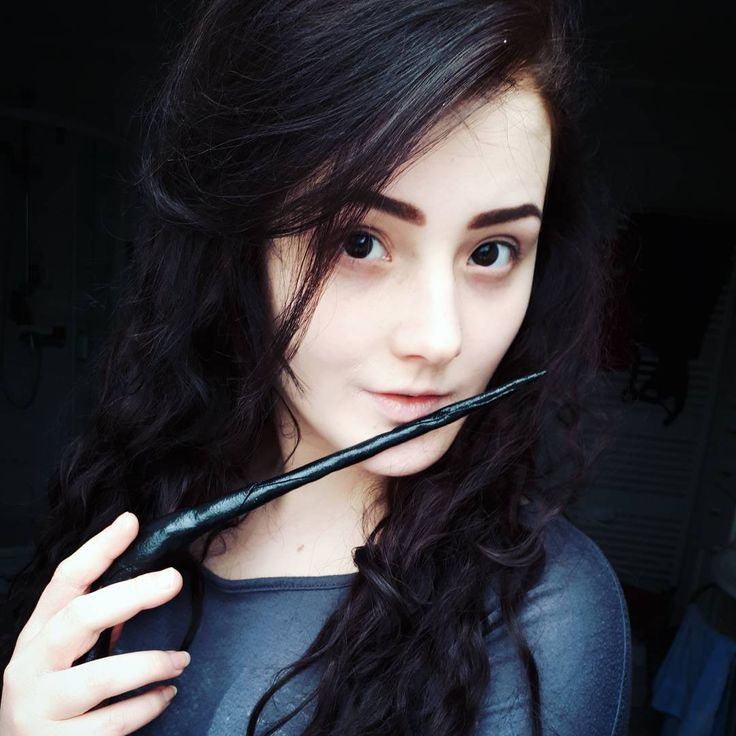 Btw Bellatrix' wand is done. Couldn't make that wand without the help of a friend who printed it with his 3D printer (thank you!). It got a little too small but I still had a few worbla pieces to fix the wand. #bellatrixlestrange #bellatrix #lestrange #harrypotter #wand #selfmade #cosplay #costume #witch
