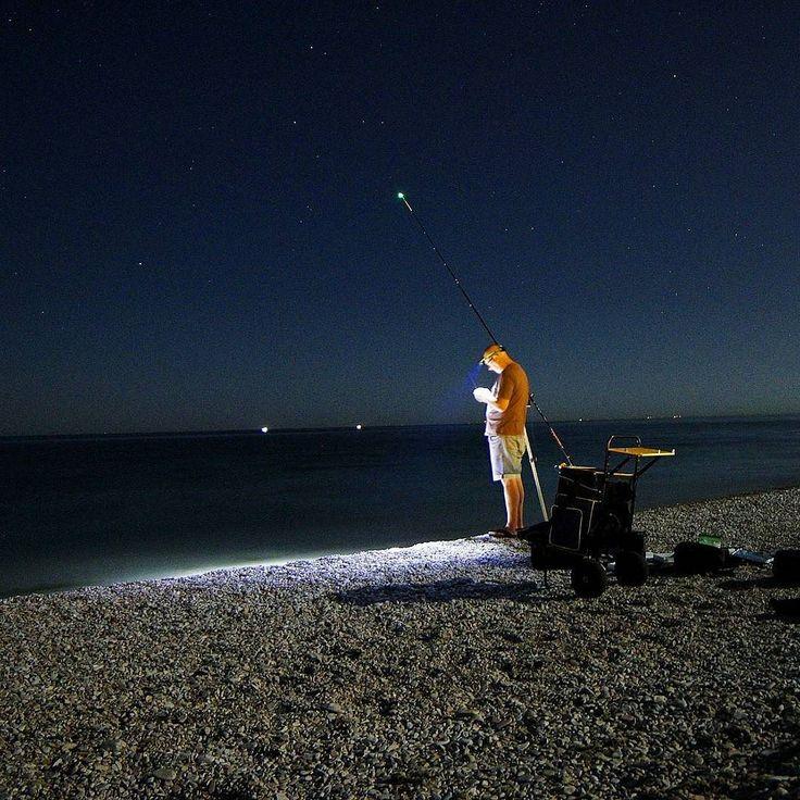 """La via lattea con la luna piena..non è il caso. Ma...Io mi aspettavo pesche miracolose cernie giganti pesci martello squali...invece sconsolato il tempo di farsi fotografare e se n'è andato con le """"esche nel sacco"""" #adriaticsea #fisherman #yallersmarche #sealife #beach #vivomarche #ig_italy #foto_italiane #wonderful_places #night #vscocamphoto #instaitalia #sport #fishing #instasea"""