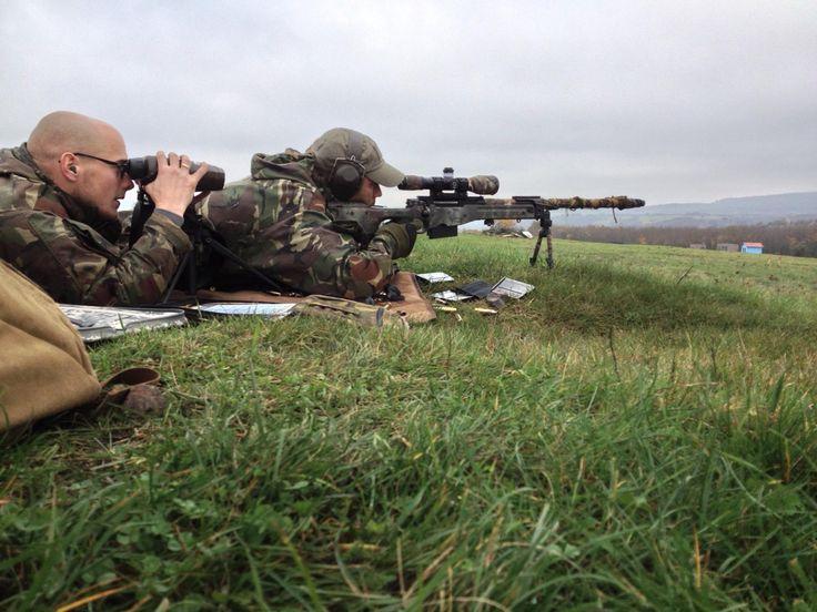13 Infanterie Bataljon Regiment Stoottroepen Prins Bernhard De scout sniper groepen van het bataljon hebben een schietoefening in Duitsland uitgevoerd in training area Baumholder (nabij Triër in het Rheinland Pfalz gebied). Ondanks de hardnekkige mist, toch een aantal goede (niet tactische) schietoefeningen kunnen uitvoeren op grote afstand (500 - 1000m) in heuvelachtig terrein[RVO]