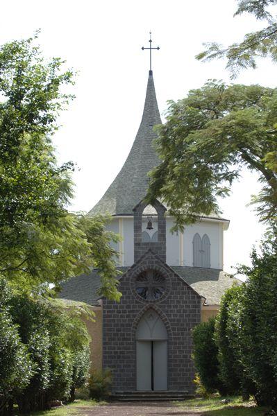 La Chapelle Pointue - Lieu de culte dédié à la Vierge et à Sainte Ombeline, la chapelle Pointue a été construite sur la volonté de Madame Desbassayns, grande catholique pratiquante, à qui il semblait indispensable...