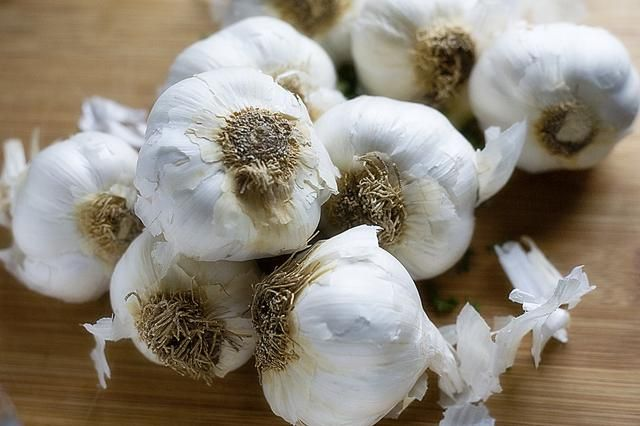 How to Eat Raw Garlic & Not Have Garlic Breath | LIVESTRONG.COM