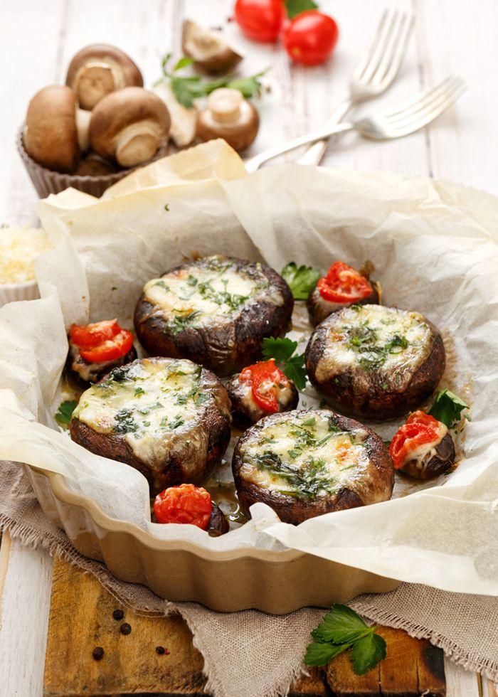 Funghi ripieni vegan alle noci. Una ricetta TOOMAKI.