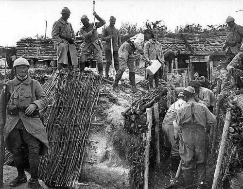 WW1. French soldiers fortifying their positions. This kind of task was pretty harassing.