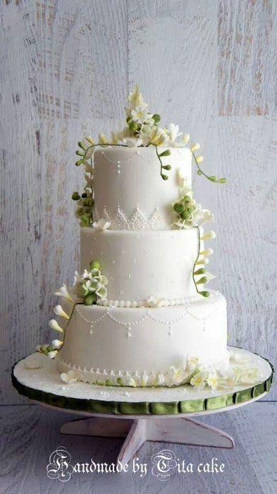wedding cake - by hrisiv @ CakesDecor.com - cake decorating website