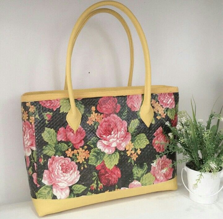 Yellowish Painting - Woven Bag