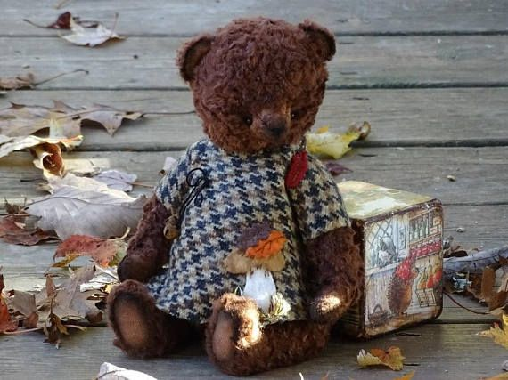 Brown Teddy Bear. Vintage style Artist plush Teddy Bear in