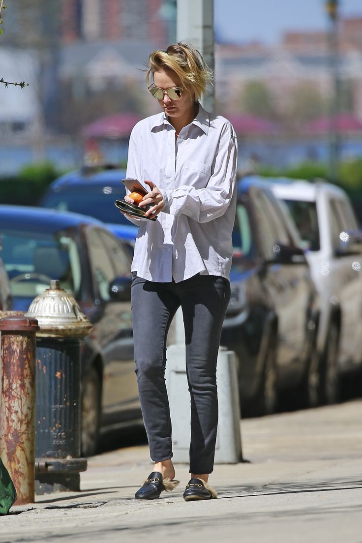 Lara Worthington wears black skinny jeans with a button up shirt and Gucci Princeton slides