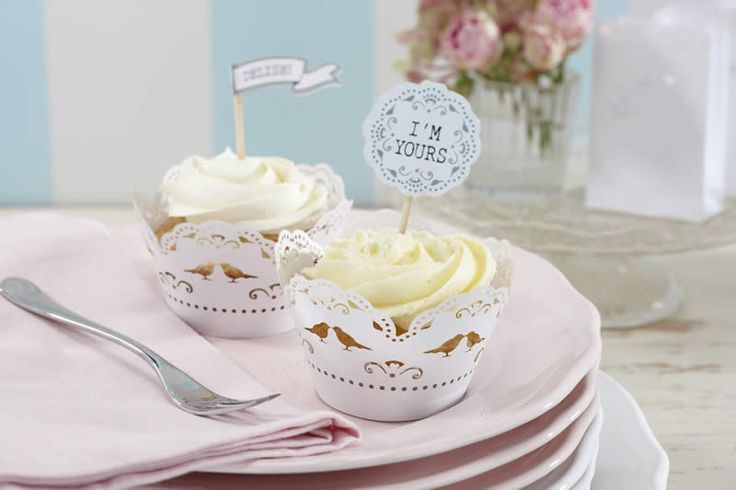 Dainty vintage inspired cupcake wraps with intricately lasercut bird and lace design are the perfect way to present your cupcakes. Pack of 10.
