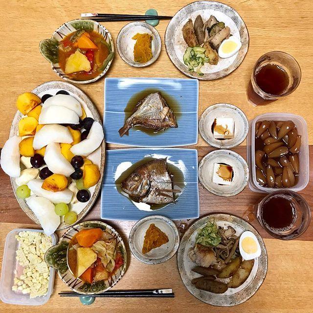 鯛の煮付け、野菜のトマト煮、かぼちゃの煮物、ごぼうの煮物、じゃがいもの炒め物、ズッキーニのおつけもの、キノコの炒め物、ゆで卵、冷奴、ホワイトコーン、フルーツアラカルト、らっきょ #肉  #フルーツ  #乾物  #酢の物  #手料理 #健康 #ランチ #サラメシ