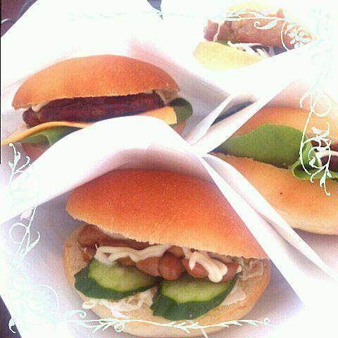 照り焼きチキン チーズバーガー ハンバーガー  レタスが高くてサラダ菜だけど( ̄▽ ̄;)  一番人気は照り焼きチキンでした~♪ - 43件のもぐもぐ - ハンバーガー三種 by pinkyrose