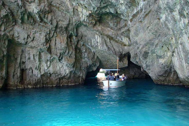 Εξερευνώντας τις σπηλιές του Capri, Ιταλία