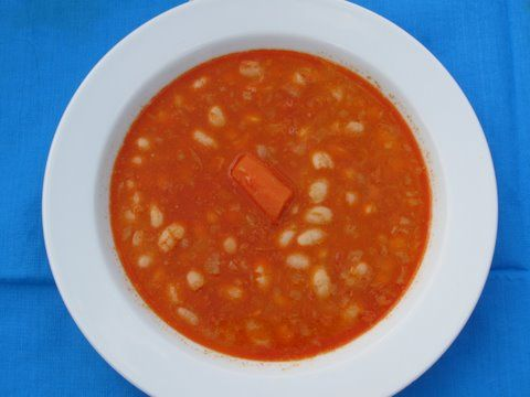 a bowl of Spanish vegetarian and vegan  white bean soup, alubias estofadas, o sopa de fijoles blancos)