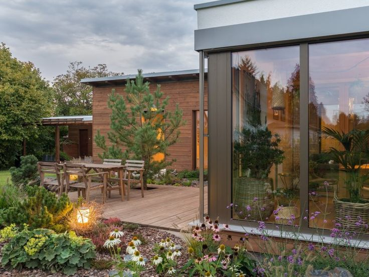 Dřevostavba bungalov – pro lidi a jejich říši rostlin