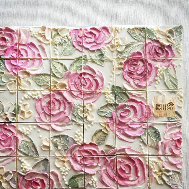 Wie wäre es mit diesem rosigen Kuchen für kleine Prinzessin Party (^^) Dies scheint wie Keramik t …   – Desserts