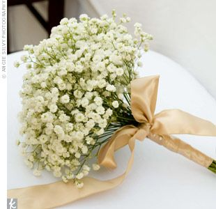 bridal bouquets with babys breath | Hinako carried a bouquet of delicate baby's breath wrapped with ...