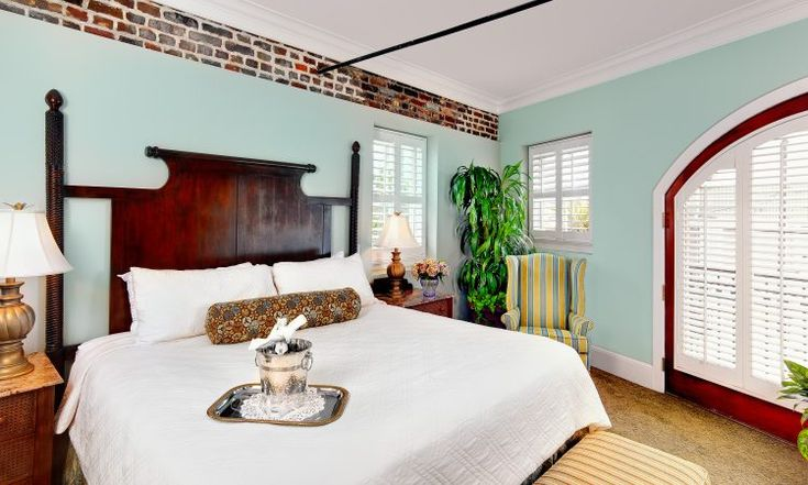 Welcome to Andrew Pinckney Inn, a charming and historic boutique hotel in Charleston, SC offering elegant rooms, exquisite event space and warm service.