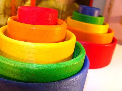 [Grimm's Spiel & Holz Design グリムス社] コップかさね (レッド/ブルー) シュタイナー教育に基づくナチュラルな積み木。インテリアとして、赤ちゃんのおもちゃとしても人気です。