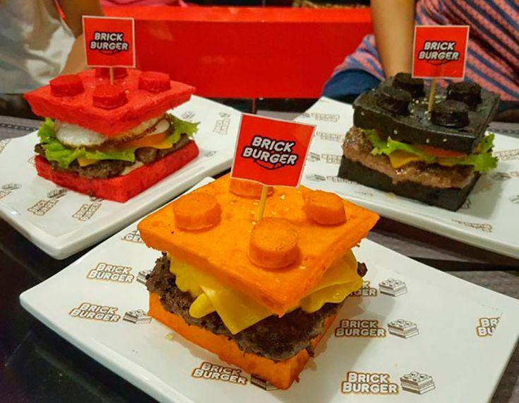 На Филиппинах работает тематический семейный ресторан, где можно поиграть в конструктор и отведать бургеры в виде кирпичиков LEGO. Идея появилась благодаря любви хозяина к знаменитому конструктору.