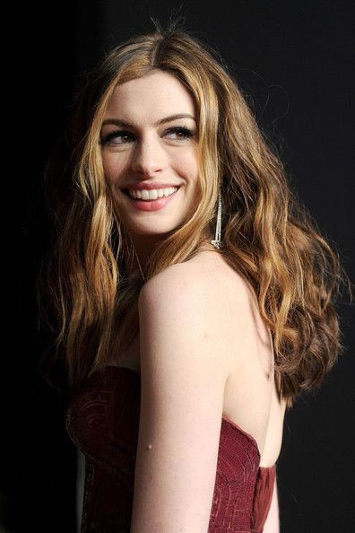 Anne Hathaway Photos Photos - Actress Anne Hathaway arrives at the Vanity Fair Oscar party hosted by Graydon Carter held at Sunset Tower on February 27, 2011 in West Hollywood, California. - 2011 Vanity Fair Oscar Party Hosted By Graydon Carter - Arrivals