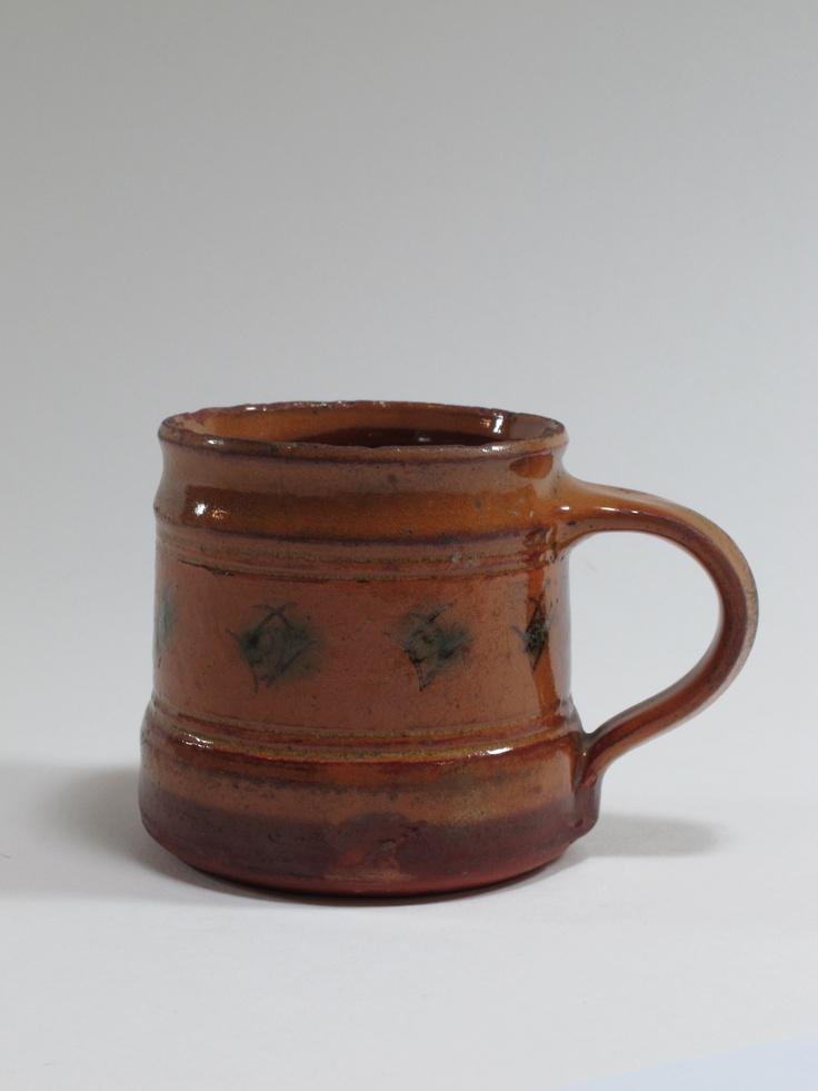 Michael Cardew, Wenford Bridge pottery, mug, slipwear, circa 1950, England. Collection of Auckland Museum K1191