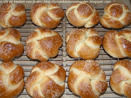 Zoete broodjes met sinaasappel - Orange-scented sweet rolls