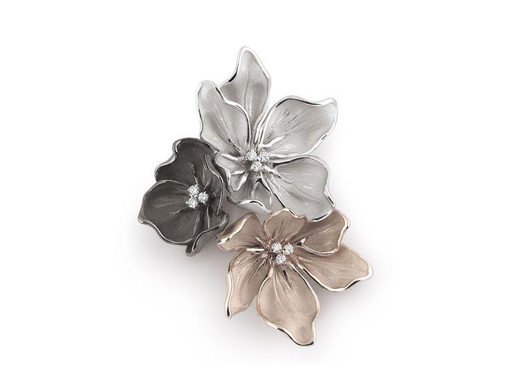 Bouquet Black Collection black, white and beige Gold flower brooch with diamonds inspired nature // broche flor de oro negro, blanco y beige con diamantes inspirado en la naturaleza www.art-jeweller.com