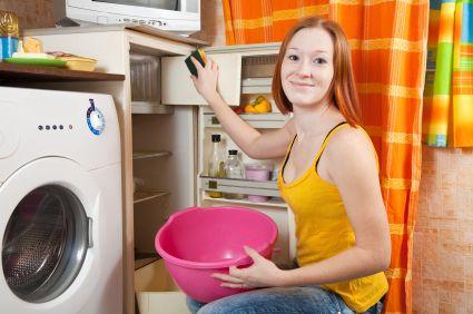 Ihren Kühlschrank können Sie mit natürlichen Hausmitteln hygienisch rein halten. So verhindern Sie die Bildung von Schimmel und Bakterien im Kühlschrank.