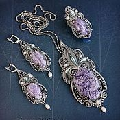 "Jóias artesanais.  Mestres Fair - Kit Mão com charoite ""Princess - The Swan"".  Handmade."