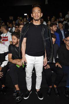 2015-06-26のファッションスナップ。着用アイテム・キーワードはスリッポン, セレブ, ライダースジャケット, 無地Tシャツ, 白・ホワイトパンツ, 黒Tシャツ, Tシャツ,Dsquared2, 中田英寿etc. 理想の着こなし・コーディネートがきっとここに。  No:115007