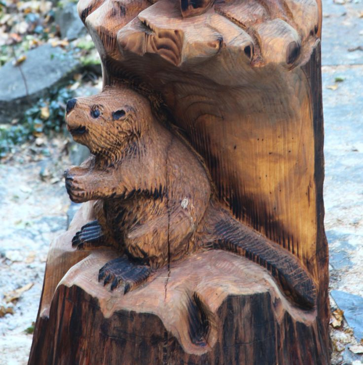 Totem pole wildlife chainsaw carving sculpture with