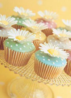 Dasiy Fondant cupcakes
