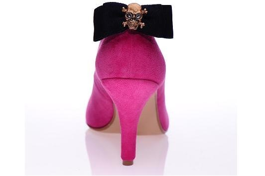 Shoes with bows do not have to be all serious and polite, which this accessory proves. The golden skull on the navy blue bow makes a surprising impression. More on: http://mysfashion.com