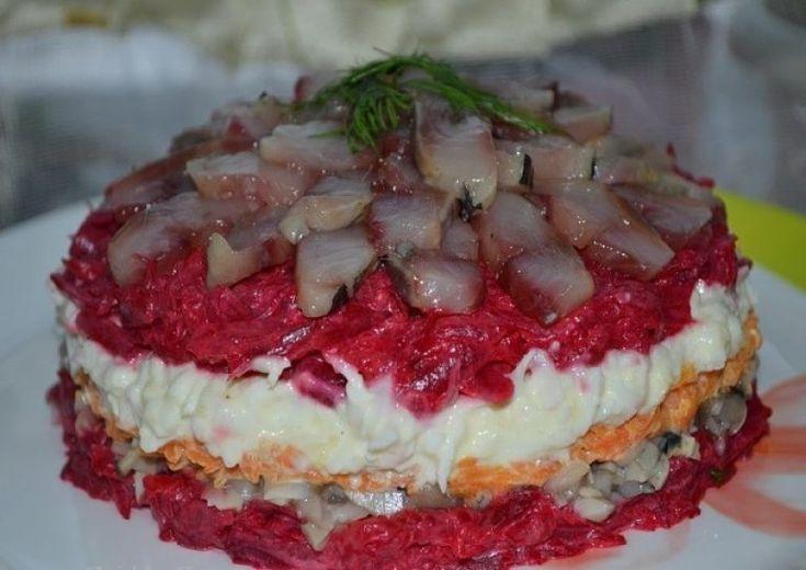 Салат с сельдью даже вкуснее, чем обычная и привычная нам «селедка в шубе»! | Самые вкусные кулинарные рецепты