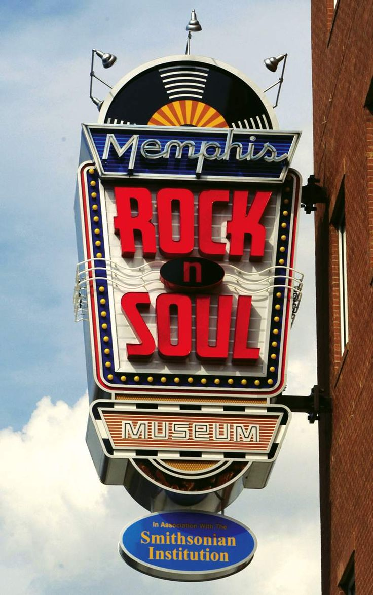 The Memphis Rock 'n' Soul Museum's exhibition about the birth of rock and soul music, created by the Smithsonian Institution, tells the story of musical pioneers who, for the love of music, overcame racial and socio-economic barriers to create the music that shook the entire world.