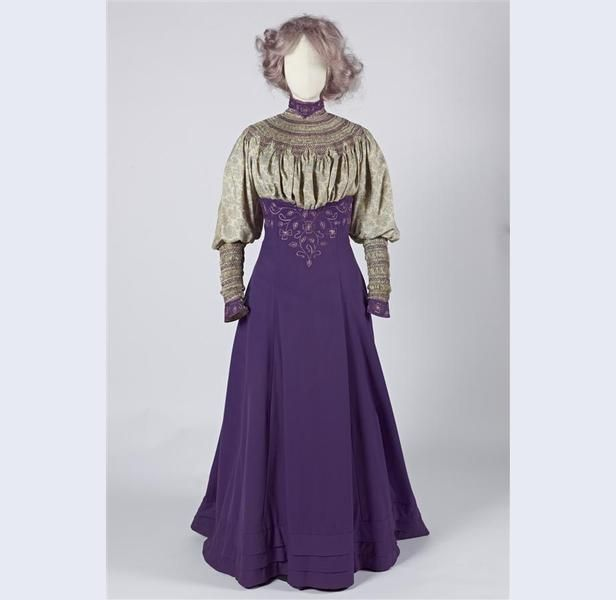 Liberty & Co (modehuis) Walking Suit purple cloth and printed Liberty-side with smocking and embroidery, consisting of skirt, blouse, ja...