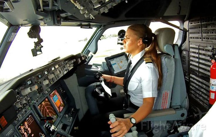 Volotea Airlines First Officer, landing in Venice