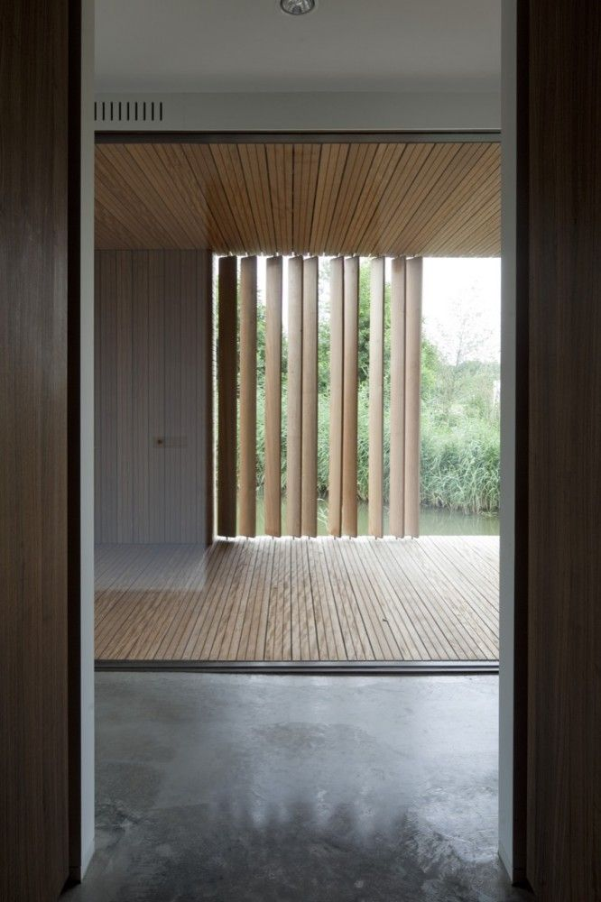 There is something about a timber floor + ceiling - Villa Frenay / 70F architecture