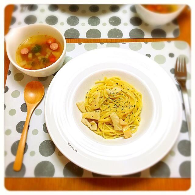 お昼は子どもと2人でまったり…の休日です - 18件のもぐもぐ - 今日のランチは、アンチョビとイカのリングイネと芽キャベツとウィンナーのスープ by Kaycook