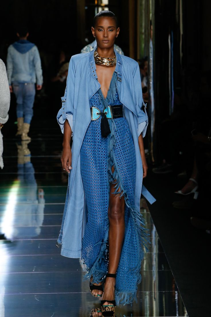 Balmain ps17 - Inspiração Open Sea Verão 18' Vicunha Têxtil   #denim #fashion #trend #mood #style #ss18   #newnavy #sailor #diplomat #fluid #orient #denimdress