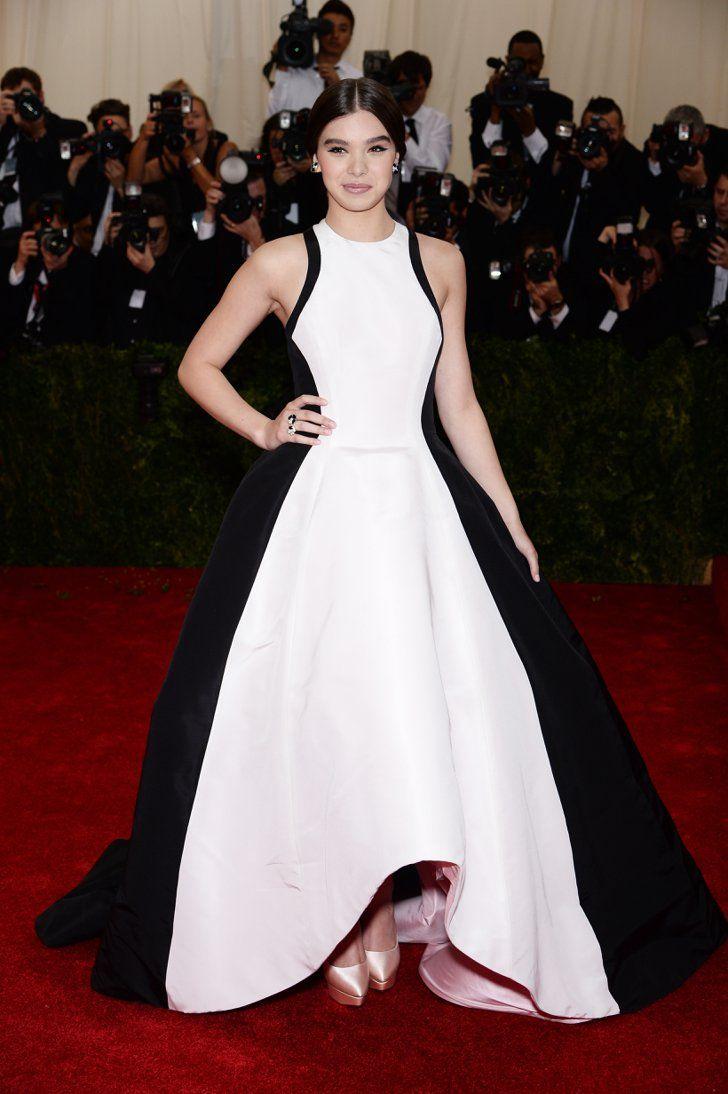 Pin for Later: Seid glamourös oder lasst es sein: Alle Stars vom roten Teppich der Met-Gala! Hailee Steinfeld